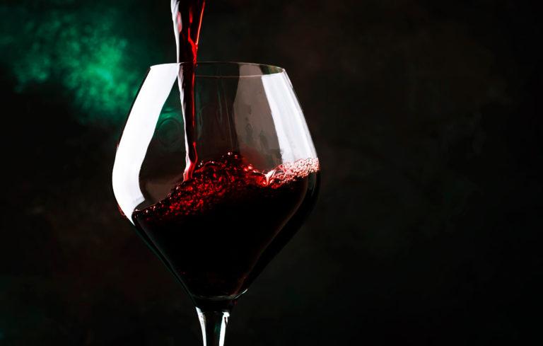 beneficios de una copa de vino al dia