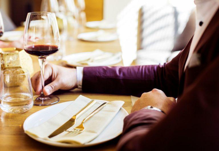 copa de vino en un restaurante